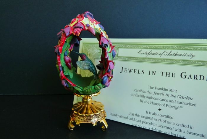 House of Fabergé - Collector egg - 'Bird in The Garden' - Porcelain Powder and Resin - Swarovski Rhinestones - Signed