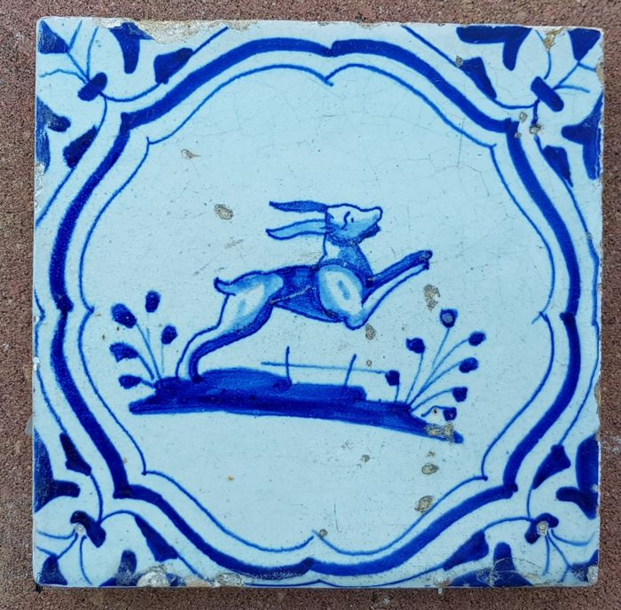 Tile with a depiction of a hare in accolade