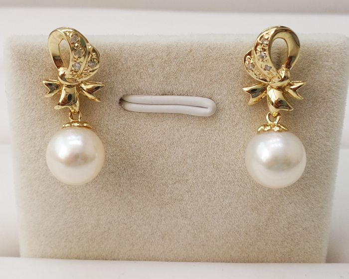 14KT Yellow Gold Earrings with 8 mm Saltwater Cultured Japanese Akoya Pearls & 0.056 cts Diamond - No reserve
