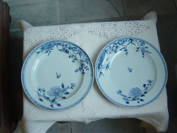 Two export porcelain Qianlong dishes - China - 18th century