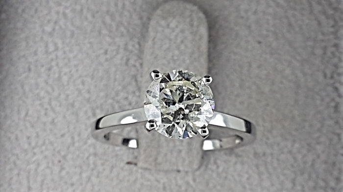 1.60 ct round treated diamond ring made of 14 kt white gold - size 7