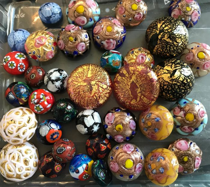 18 pairs of matched collectible Venetian cabochons, 1930-60