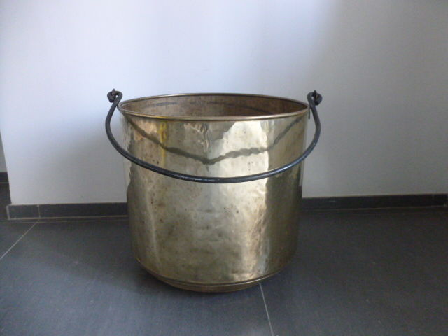 Copper Kettle for storing logs by the fireplace - 20th Century