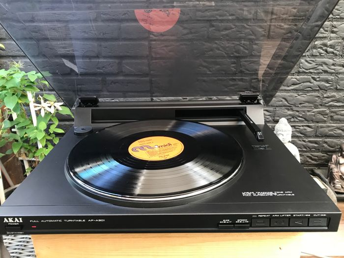 Akai AP-A301        Fully Automatic Turntable