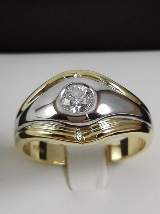 Unisex ring in yellow and white gold 18 kt with natural diamond of 0.35 ct Weight: 8.0 g