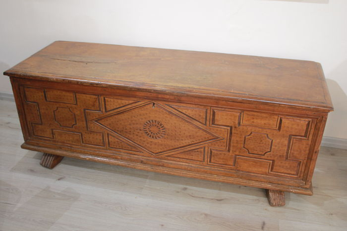 Walnut chest carved in the front with geometric motifs - Piedmont 18th century