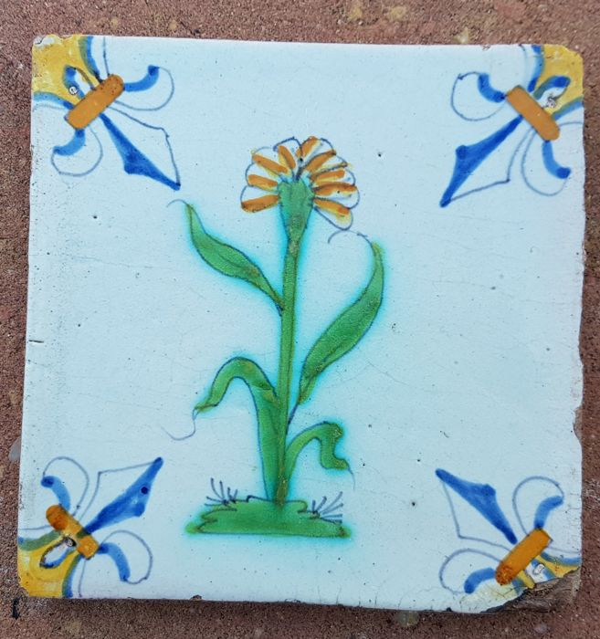Multicoloured tile with flower, lily corner motif