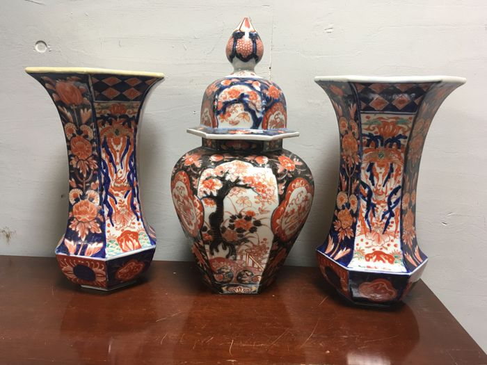 Three-piece cabinet set in imari style