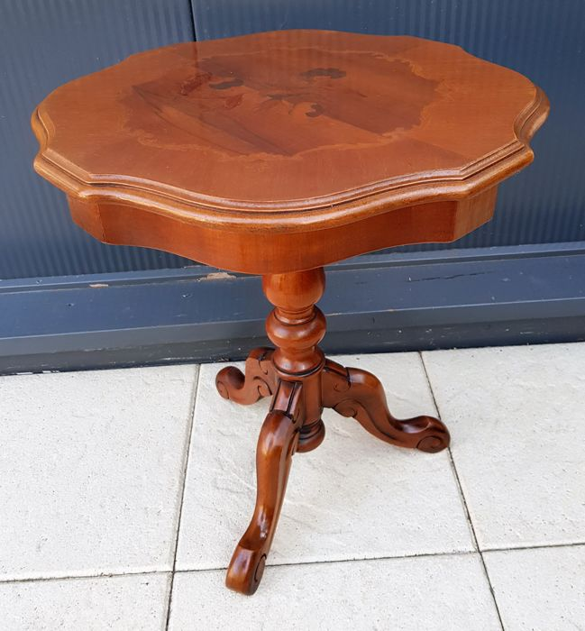 Mahogany French card table or coffee table with Rocaille intarsia