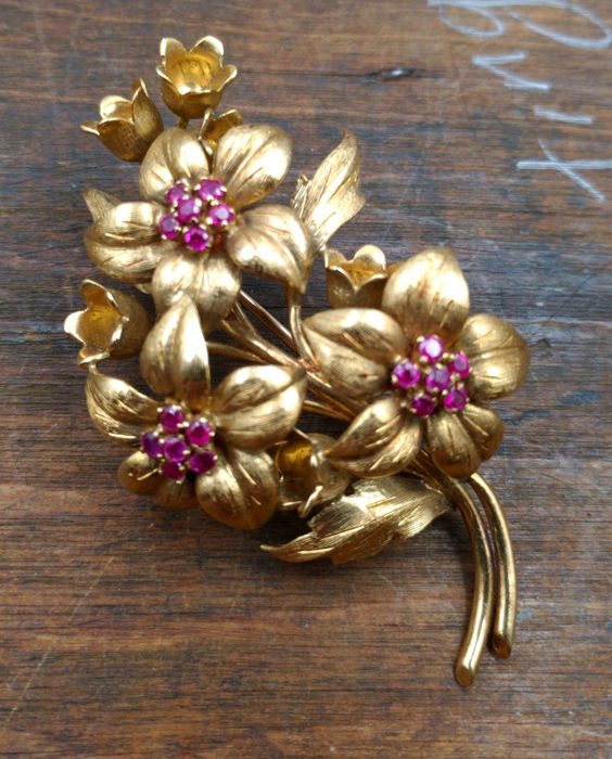 Tiffany & CO - Vintage 18 kt gold brooch with rubies - 1970 - 6 x 3 cm
