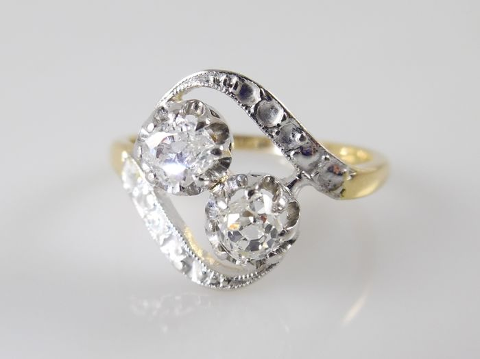 18 kt gold wavy ring with 2 Bolshevik diamonds in platinum, 0.50 ct in total - ring size 17.25 mm (54)