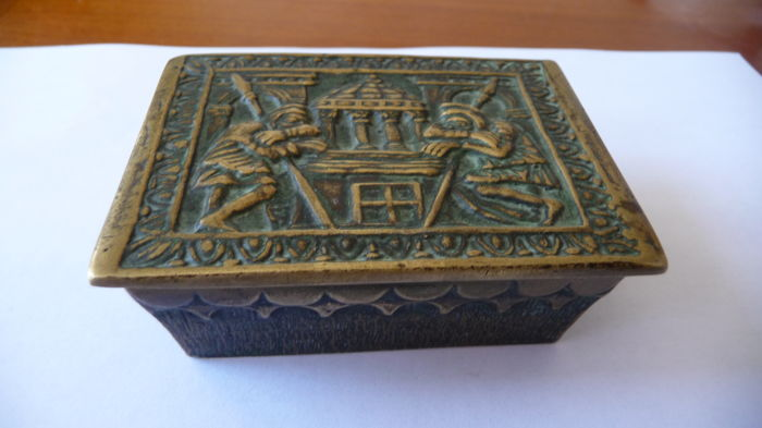 Box in bronze Max Le Verrier - in perfect condition on the back of the cover there is an inscription  'les gardiens du temples' - 20th century - France