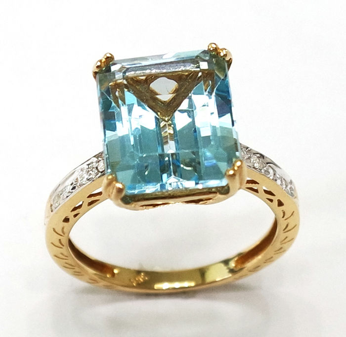 14CT Yellow Gold Octagon Cut Blue Topaz & Diamond Ring. Size N 1/2