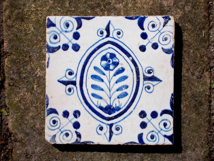 rare, super intact tile with flower, Holland, ca. 1620-1640