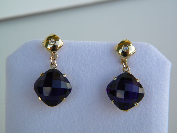Yellow gold earrings (18 kt) with natural diamonds (0.08 ct) and amethysts (15.20 ct) - Measurements: 2.83 × 1.36 cm