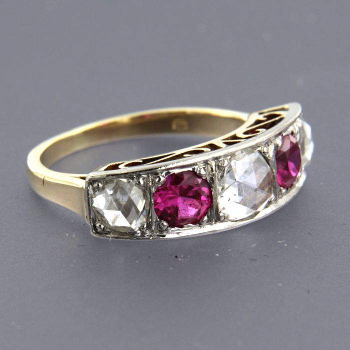 14 kt bicolour channel ring with synthetic ruby and rose-cut diamonds - ring size 16 (50)