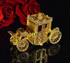 Royal Golden Carriage - Lenght 4,52 inch ( 11,5 cm ) - Gold-plated, orange enamel with 121 crystals - Mint condition