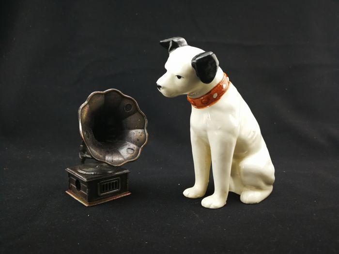 Ceramics Dog with Gramophone model statues, the logo of His master,s Voice- Late20th century