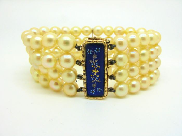 Bracelet with natural pearls with 18 kt gold clasp (750) finely crafted