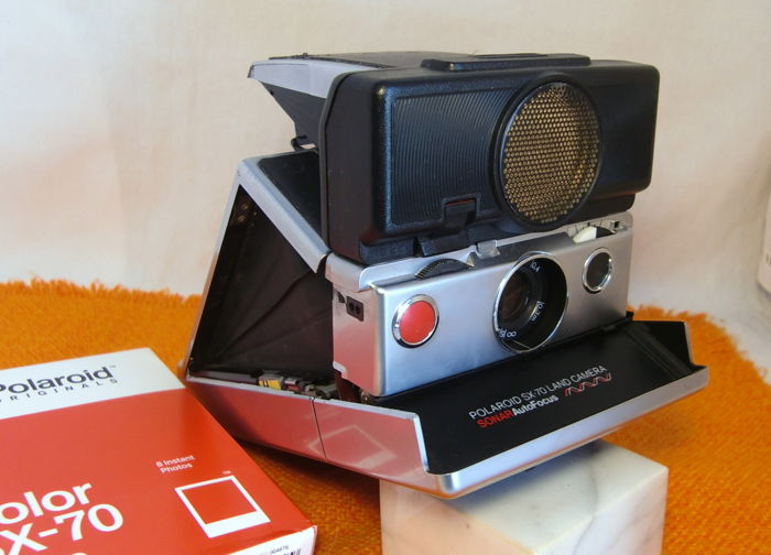 Polaroid SX-70 Land Camera Autofocus Sonar Land silver/black. Tested + 1 new film. Without minimum price.