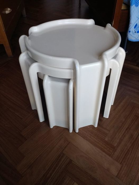 Giotto Stoppino for Kartell - Three off-white stackable tables
