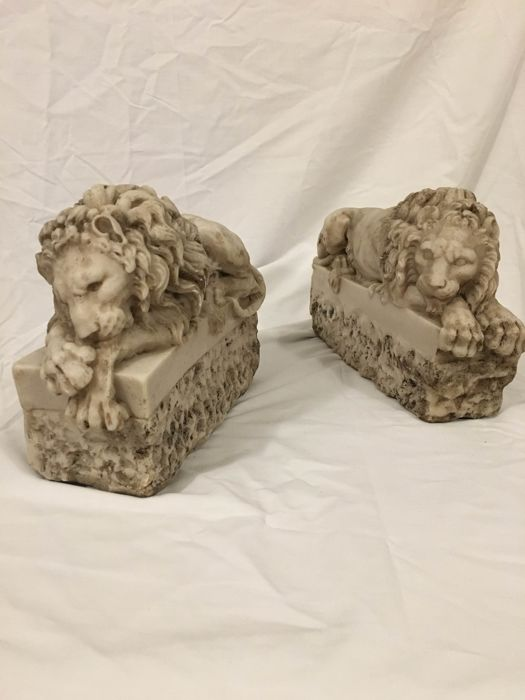 Pair of lions in sugary marble - Marble - Late 20th century