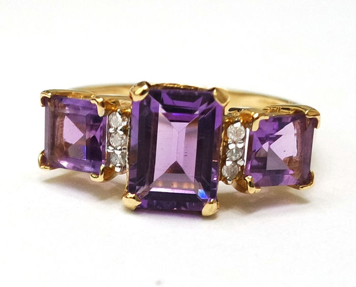 14CT Yellow gold Amethyst & diamond ring, Size M