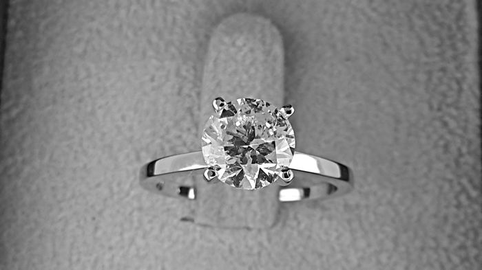 AIG  1.75 carat Round Diamond Solitaire Engagement Ring in Solid White Gold 14K