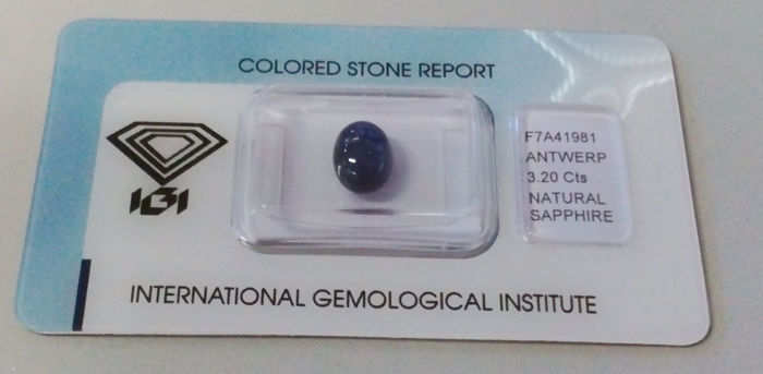 2 sapphire cabochons, IGI certified - totalling 6.06 ct