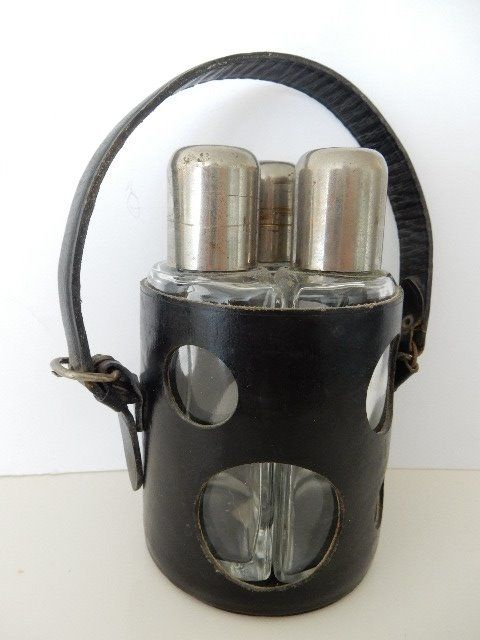 Very beautiful and old travel flask - elegant - black leather with 3 compartment handle for whisky - Cognac - Gin - Paris - France