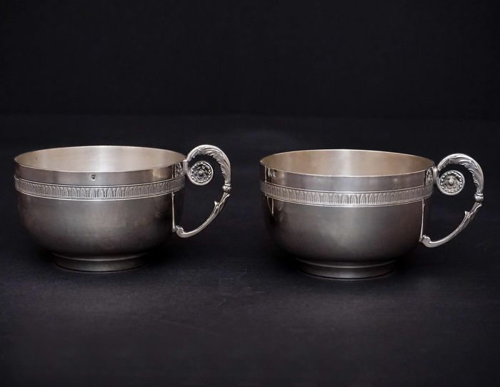 A pair of sterling silver chocolate cups - France - 19th/20th c.