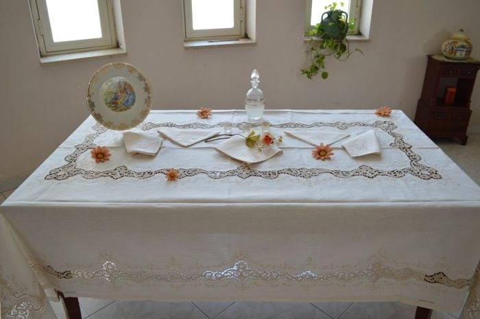 Rich tablecloth for 12, handmade in linen and Burano of Venice - Linen