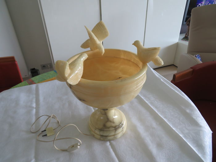 Beautiful decorative piece / lamp in alabaster / marble -with birds that are removable - origin unknown