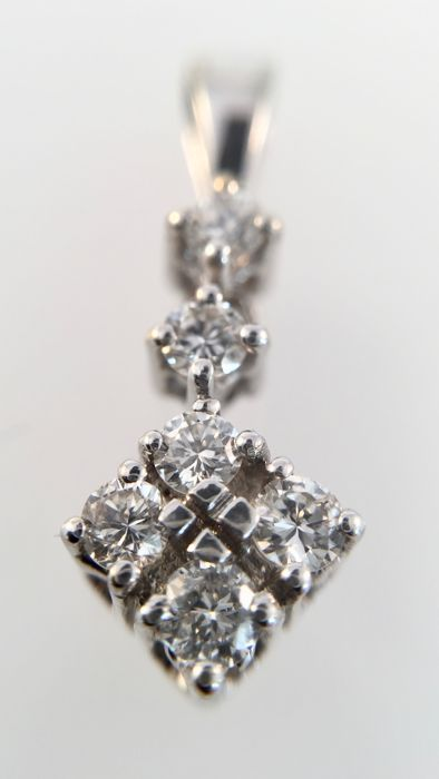 14 kt white gold pendant with 0.30 ct in diamonds, length: 2 cm