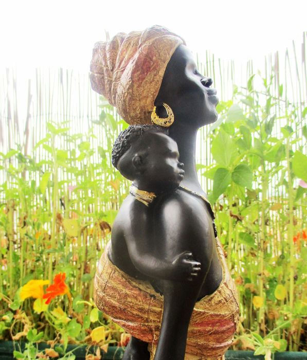 Large (1mtH) statue of African woman with child