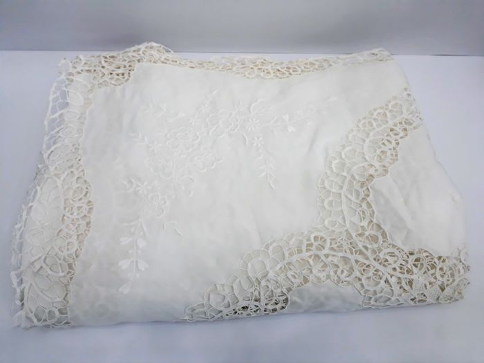 Double bedspread from 1940 - tatting weaving with hand embroidery - 100% Calico cotton