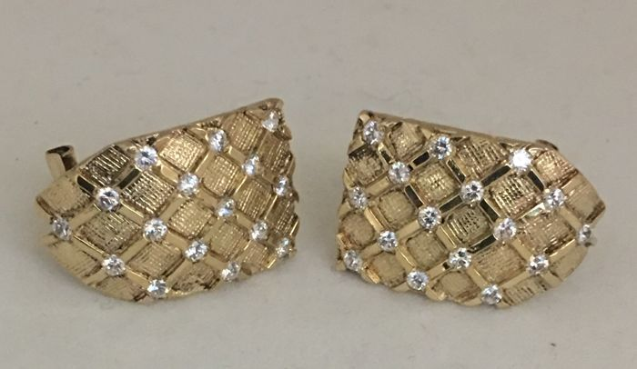 Omega clip-on earrings in 18 kt yellow gold with 32 diamonds in unique cut, approximately 0.64 carat in total
