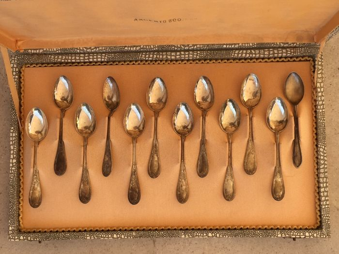 Set of 12 teaspoons in 800 silver