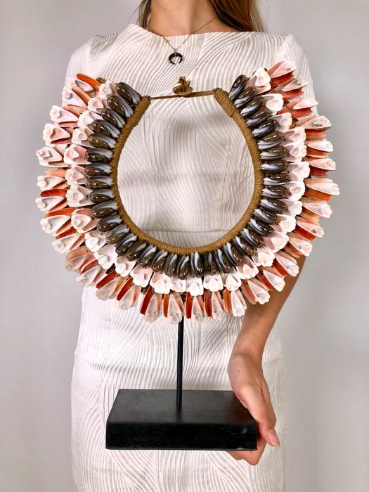 Decorative shells necklace on a stand - Papua New Guinea - 37 x 38 cm