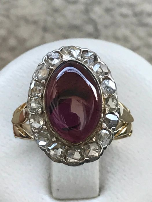 Old silver and 18 kt yellow gold ring set with a garnet of 3 ct and diamonds