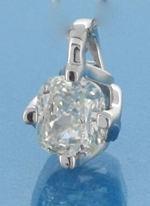 Solitaire pendant with a cushion cut diamond of 0.30 ct *** No reserve price ***