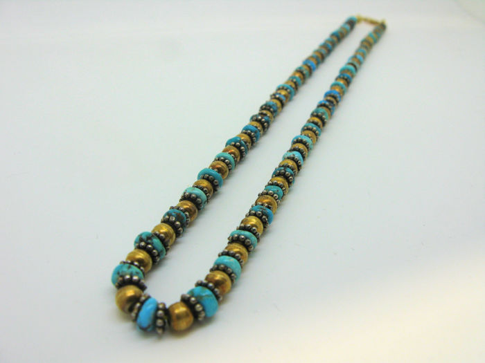 Necklace in solid yellow gold 18 kt (750) with turquoise stones finely worked and inserted in silver