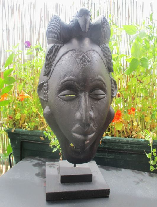 African hand carved face mask on stand- BAULE - Côte d'Ivoire (Ivory Coast)