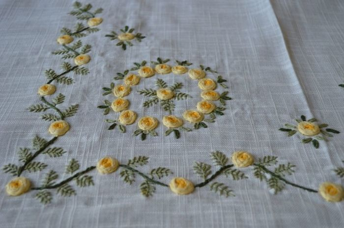Tablecloth for 12 people made of linen gauze with embossed satin stitch - entirely handmade