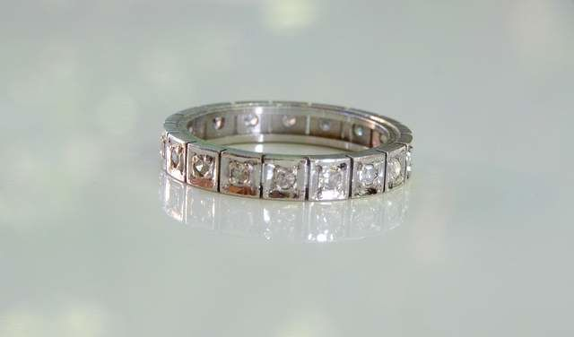 18 kt white gold American wedding ring with square setting with diamonds, NO RESERVE PRICE!!