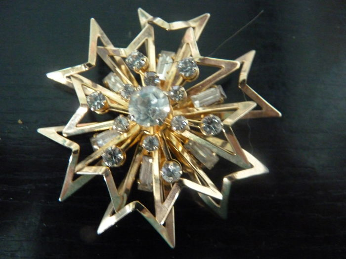 Coro brooch,elegant design,goldtone and clear stones,1940's