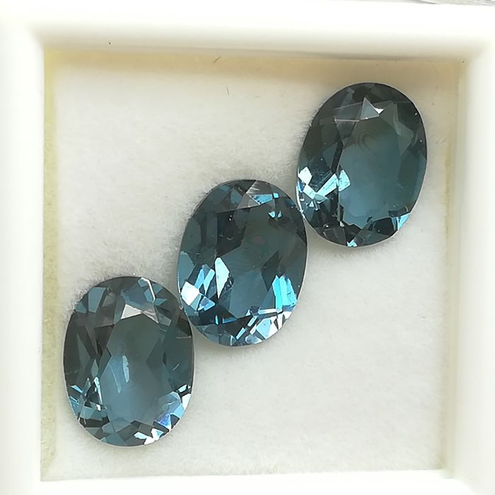 Lot of 3 London blue topazes - 7.08 ct