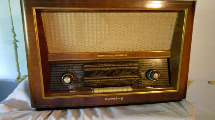 "Sonneberg : ""super 8118/57su 3d"" Tube Radio - weight 17 kg"