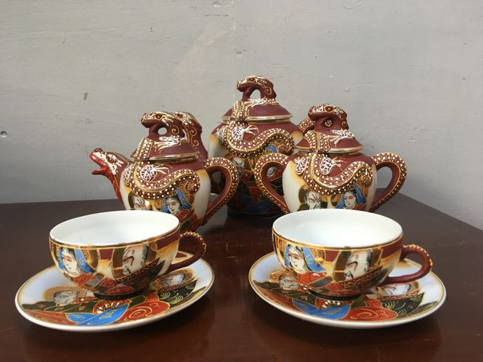 Japanese tea set decorated with dragons