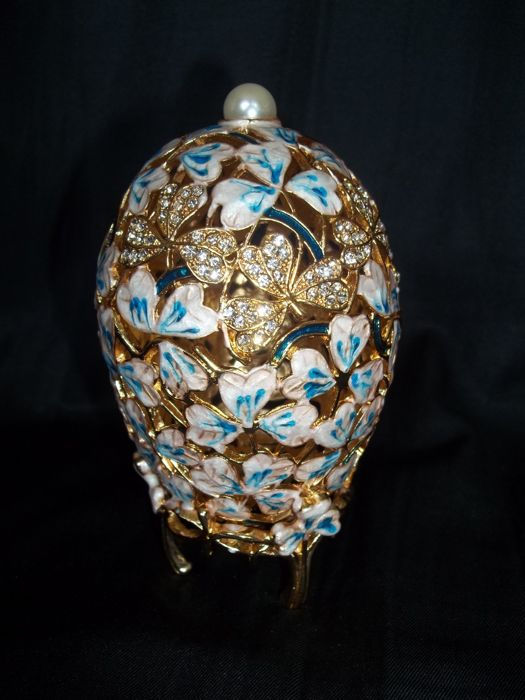 Gold crystal blue clover leaf Easter egg - Blue and white enamel - Gold-plated with 96 crystals - Mint condition
